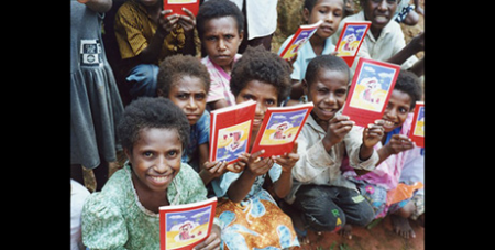 Children in Papua New Guinea with the children's Bible (ACN)