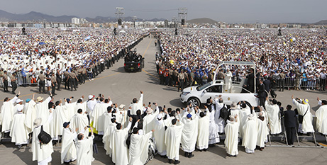 Pope Francis arrives for Mass at Las Palmas airbase, Lima, Peru (CNS/Paul Haring)