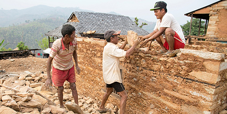 Caritas is providing training in disaster-resistant building techniques in Nepal (Jennifer Hardy/CRS)
