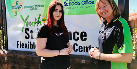 Student Eva McInnes (left) and teacher Janelle Roberts at the new Broadmeadow Flexible learning centre (MNnews.Today)
