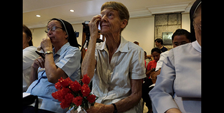 Sr Patricia Fox wipes away tears after supporters gave her flowers, April 30 (CBCP News/Roy Lagarde)