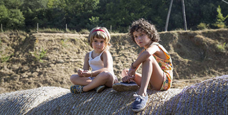 Paula Robles (left) and Laia Artigas in Summer 1993 (IMBD)
