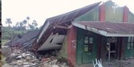 The church collapsed as people were praying before Mass (Twitter/OfficialPDPNig)