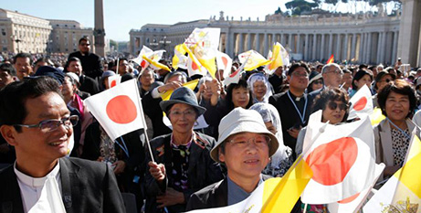 Pilgrims from Japan visit the Vatican in 2017 (CNS/Paul Haring)
