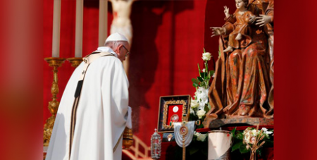 Pope Francis uses incense to venerate relics of the seven new saints (CNS/Paul Haring)