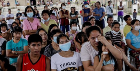 People displaced by the eruption of the Taal volcano attend Mass at an evacuation centre in Tagaytay City (CNS/Eloisa Lopez, Reuters)