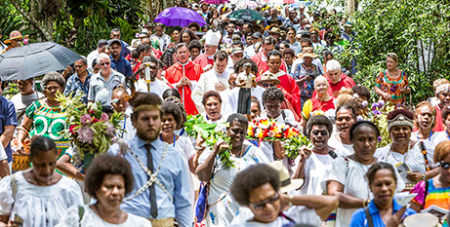 Hundreds join the procession to the new chapel of Blessed Peter To Rot at Marian Valley on Sunday (The Catholic Leader/Alan Edgecomb)