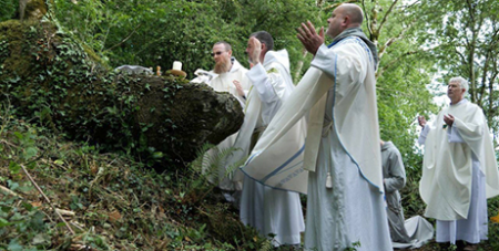 The Francican Friars of the Renewal celebrate the Eucharist at the Ballyneety Mass Rock in Limerick, Ireland (The Tablet)