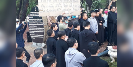 Protesters disrupt the Benedictine monks during prayer at the disputed area on August 11 (UCA News)