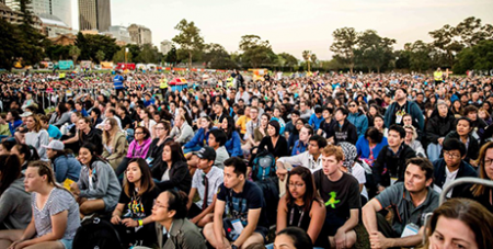 Pilgrims at the closing Mass of ACYF 2017 in Sydney (Alphonsus Fok)