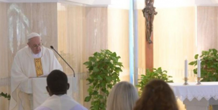 Pope Francis celebrating Mass in memory of his 2013 trip to Lampedusa to visit migrants (Vatican News)